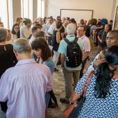 Público presente en la inauguración de Máxima Estudio-Taller.